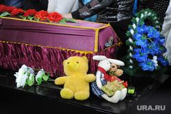 Похороны Вани Котова. Касли, игрушки, гроб