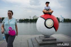 Покетболы на Октябрьской площади. Екатеринбург, стрит-арт, pokemon go, покемоны