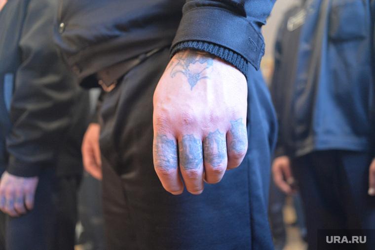 Клипарт depositphotos.com, зона, уголовник, заключенный, татуировки на пальцах, зек