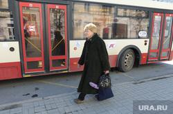 Презентация единого проездного билета, транспортной карты и инновационной остановки с интерактивным дисплеем и wi-fi. Челябинск, бабушка, женщина, общественный транспорт