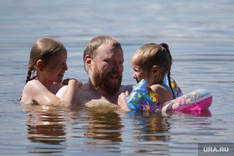 Дети купаются в реке, купающиеся, купальный сезон, дети