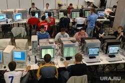 На тему хакерства. Архивные фото. Челябинск, интернет, геймеры, компьютерный клуб