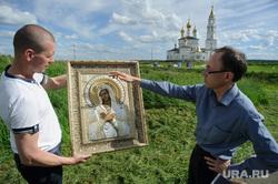 Евгений Беляев проводит экспертизу невьянской иконы. Екатеринбург, беляев евгений