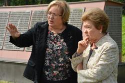 Наина Ельцина на мемориале репрессированным и Европе Азии, мерзлякова татьяна, ельцина наина