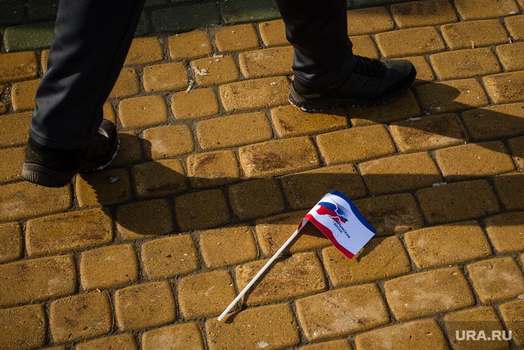 Митинг посвященный присоединению Крым к России. Сургут, крым наш, флажок, митинг