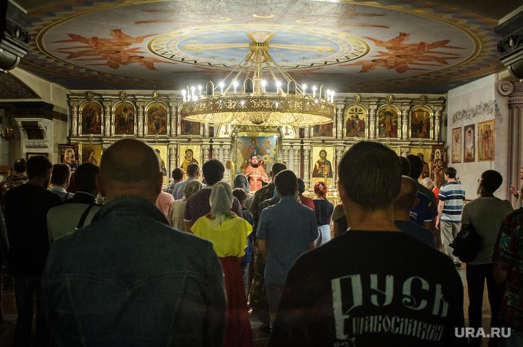 Стояние противников выхода фильма Матильда и молебен в Храме на крови. Екатеринбург, молебен, храм на крови, церковь, проповедь, религия, русь православная