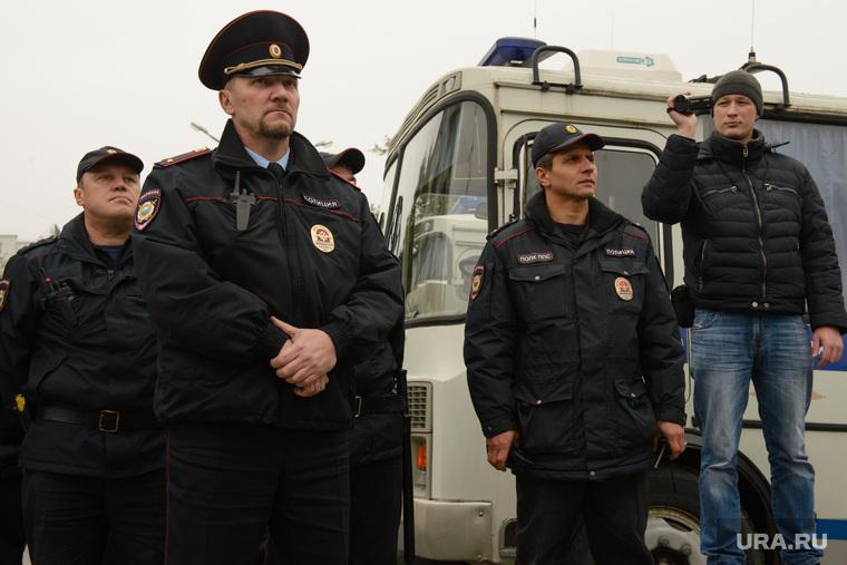 Разгон несанкционированной акции протеста сторонников Алексея Навального на Площади Труда. Екатеринбург, видеофиксация, видеосъемка, полиция, оцепление