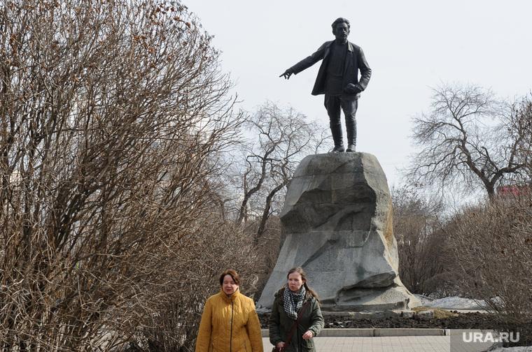 Виды Екатеринбурга, памятник свердлову, сквер, свердлов яков, весна, проспект ленина, межсезонье
