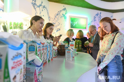Выставка «Россия, устремлённая в будущее» в Манеже. Москва, молоко