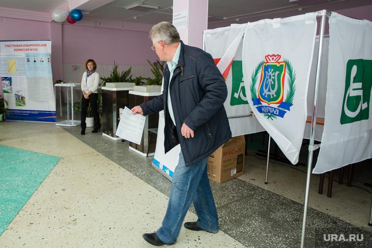 Единый день голосования 10 сентября 2017 года в РФ. Сургут, кабинка для голосования, избирательный участок, выбор, голосование, избиратели, кабинка для