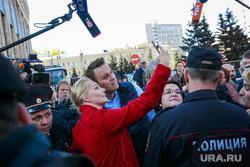 Митинг против закона о реновации Москвы. Москва, навальный алексей, Навальная Юлия, полиция, сэлфи со звездой, задержание