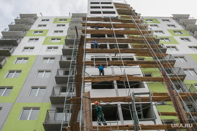 Пресс-тур по новостройкам Кургана, строители, высотка, жилой дом, строительные леса, недвижимость, новостройка