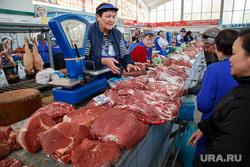 Ань Нгуен, основатель сети кафе вьетнамской кухни Vietmon (Вьетмон). Екатеринбург, торговля, весы, шарташский рынок, рынок, мясо, сырое мясо