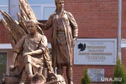 Памятник военным медикам. Госпиталь ветеранов войн. Екатеринбург, памятник, памятник военным медикам, госпиталь ветеранов войн