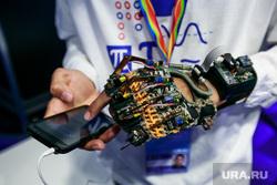 XIX Всемирный фестиваль молодежи и студентов. Первый день. Сочи, робот, гаджеты, робототехника, андроид, инновации, современные технологии, блокчейн, киборг