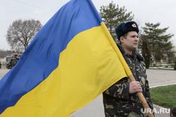 Безоружные украинские военные встретились с Российскими. Переговоры.Севастополь. Аэропорт Бельбек, армия, военные, солдаты, украинский флаг