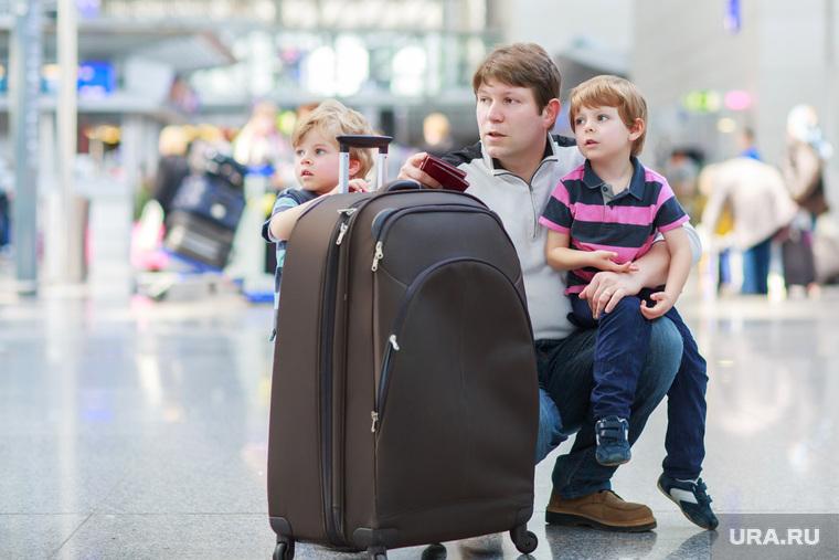 Новиков Илья, туристы, ребенок, пассажиры в ожидании, чемоданы, аэропорт, путешествие