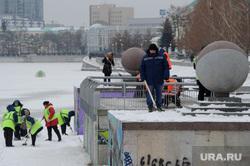 Серый город Екатеринбург, дворники