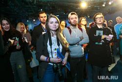 Встреча Ксении Собчак со своими избирателями и волонтерами своего штаба. Москва, волонтеры, зрители, штаб собчак