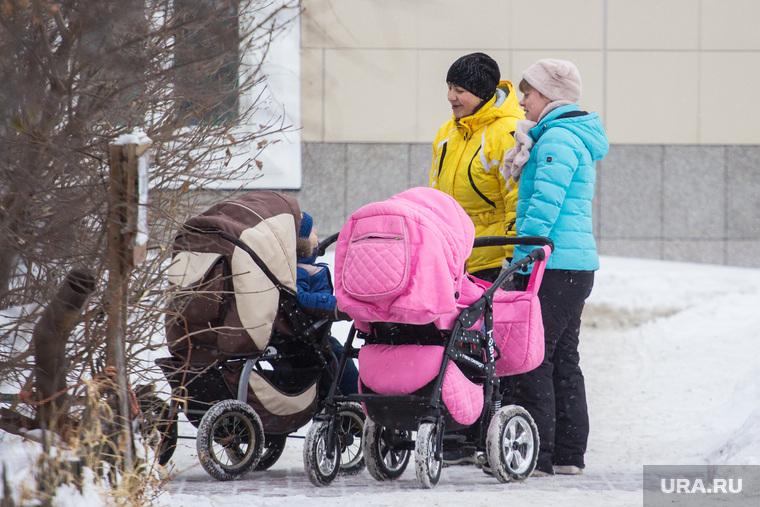 Дети и взрослые. Ханты-Мансийск., мама с коляской, дети