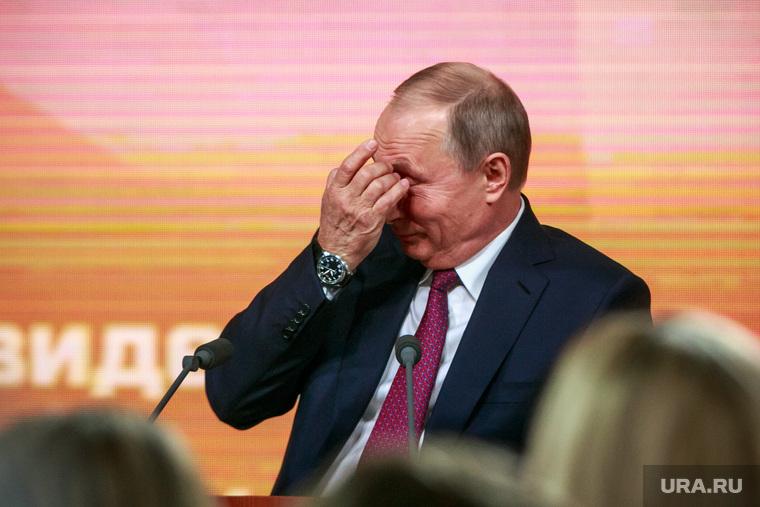 Ежегодная итоговая пресс-конференция президента РФ Владимира Путина. Москва, портрет, путин владимир, чешет глаз