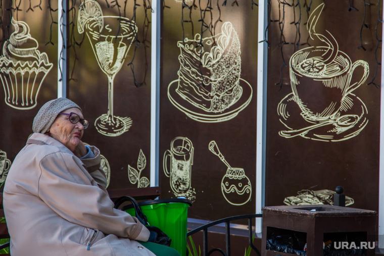 Разное. Курган пенсионерка чашка кофе кафе пожилая женщина