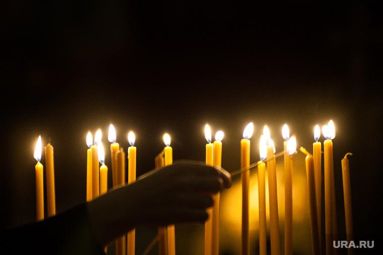 Божественная литургия с Блаженнейшим Патриархом Александрийским Феодором II. Екатеринбург , свечи, свеча, храм, церковь, вера, собор, православие, религия