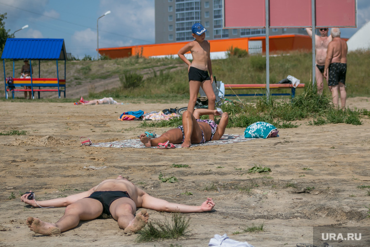 Пляжи и места для купания города Кургана, пляж бабьи пески, загарание
