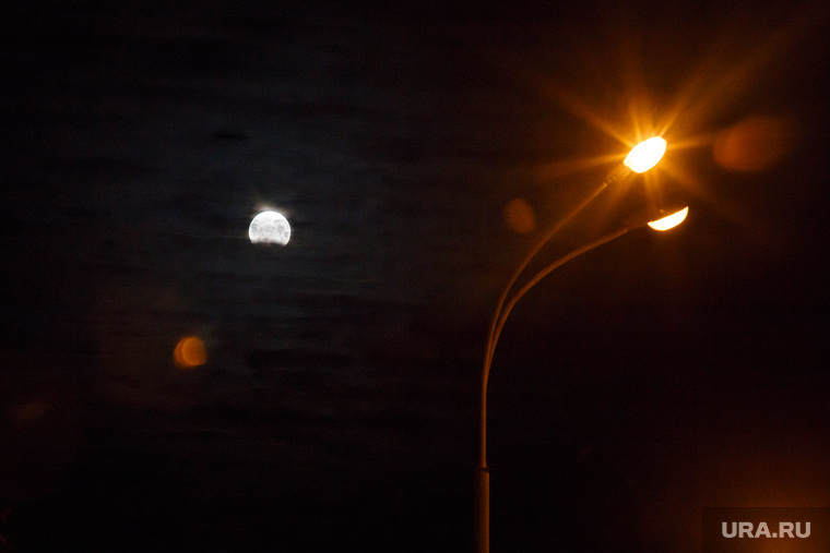 Лунное затмение. Екатеринбург, освещение, луна, фонарь, ночь, лунное затмение
