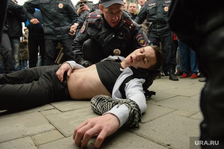 Разгон несанкционированной акции протеста сторонников Алексея Навального на Площади Труда. Екатеринбург, пострадавший, митинг, полиция, задержание, несанкционированная акция, разгон акции, кашигин александр
