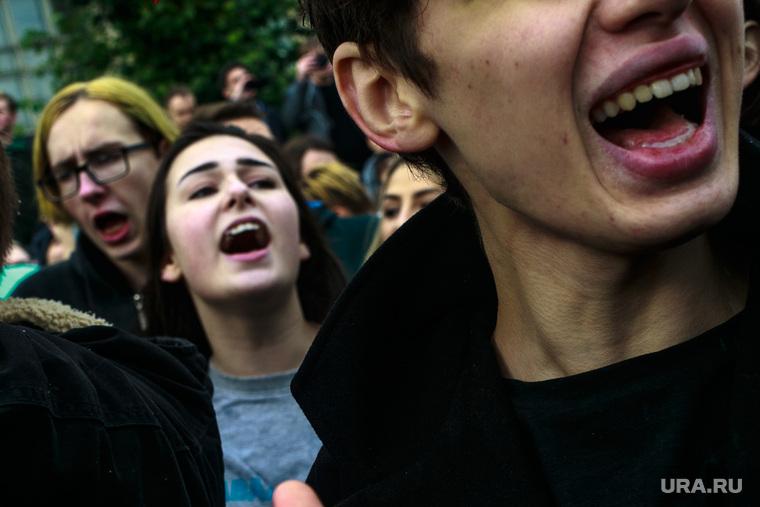 """Акция """"Прогулка по Тверской""""сторонников Алексея Навального во всероссийский день протеста. Москва, крик, лозунги, митинг, прогулки по тверской, навальнинг, скандирование"""