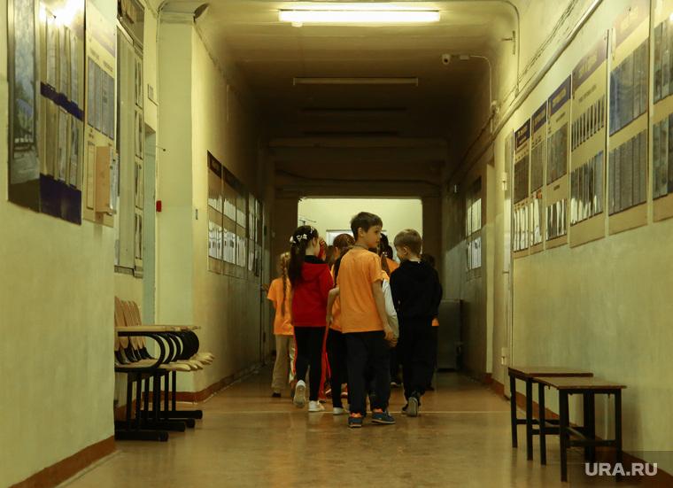 Школа №127. Первый учебный день после нападения. Пермь, школьный коридор, школа, школьники, дети