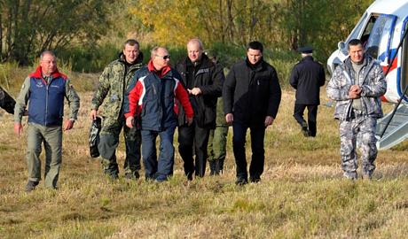 «Путин теперь не краб, он – журавль». Президент слетал с журавлями: «пощелкал клювом», «подготовился к миграции», но главой косяка так и не стал