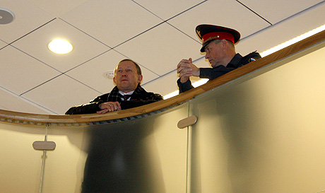 Олег Бакин наблюдал за происходящим с балкона седьмого этажа