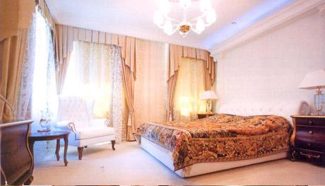 Доверенное лицо Мишарина - уже в Екатеринбурге. У него свой кабинет в Белом доме и дача в Малом Истоке