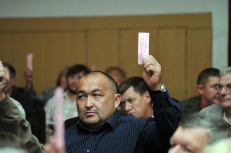 Участники челябинской региональной конференции «Справедливой России» сегодня, 15 июля, переизбрали на новый срок своего лидера, депутата Госдумы РФ Валерия Гартунга.