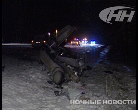 Свободный полет. Под Екатеринбургом внедорожник протаранил три автомобиля. Чтобы достать одного из водителей спасателям пришлось срезать крышу машины