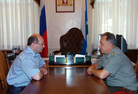 Мишарин первым попрощался с командующим ПУрВО, сдающим полномочия. Известно, кого ждут на его место