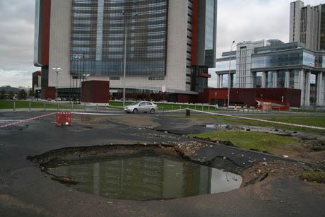 Злой рок. Hyatt в Екатеринбурге продолжают преследовать неудачи: гламурное мероприятие в гостинице закончилось эвакуацией 380 человек. Людей спасали пожарный и служба безопасности отеля