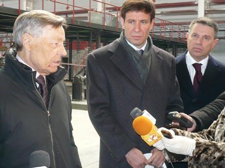 Визит Сумина и Юревича на ЧТПЗ завершился. Владелец предприятия – сенатор Комаров – старался держаться поближе к будущему губернатору