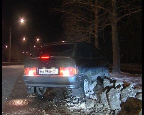 В Екатеринбурге на одной из улиц было парализовано движение. Постарались нетрезвый гонщик и упрямые водители иномарок