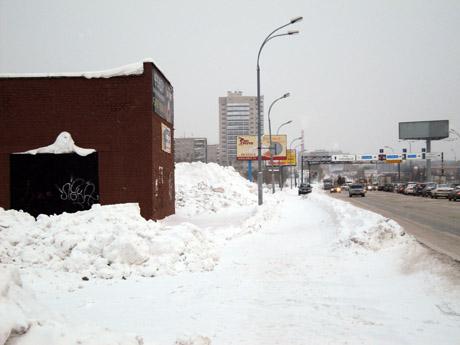 Екатеринбург превращается в гигантскую свалку снега. Горожане: «Коммунальщики совсем обнаглели что ли?»