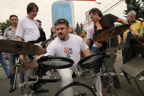 В Челябинске готовится первый в истории поп-музыки трибьют.В городе прошли съемки клипа популярной группы