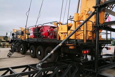 Христенко с нетерпением ждет, когда нефтяники и газовики отреагируют на новую разработку УВЗ – современную буровую установку. «Надеюсь, реакция будет позитивная». Бонус – закрытый показ новейших танков.