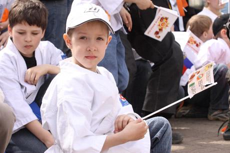 Самое позитивное шествие на 9 мая в Екатеринбурге: тысячи уральцев с детьми вышли на улицы