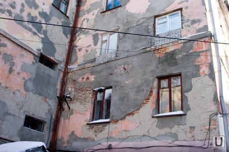 Совет по ЖКХ город,горадминистрация Курган, аварийный дом, штукатурка отвалилась