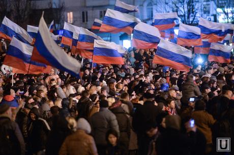 Крым. Референдум., митинг, российские флаги