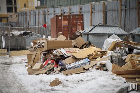 Антисанитарийный пустырь с собаками вместо Центрального рынка, мусор, помойка