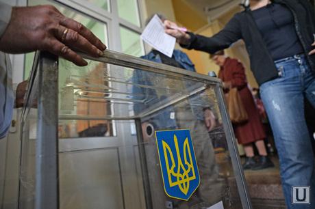 Референдум в Мариуполе. Горящее здание Горисполкома. Украина, урна для голосования, референдум, украина, лосование, голосование, толпа