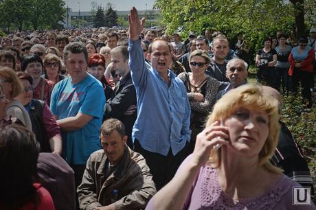 Референдум в Мариуполе. Горящее здание Горисполкома. Украина, толпа, референдум, мариуполь